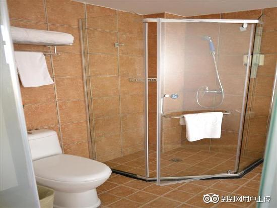 GreenTree Inn Nanchang Bayi Square Express Hotel: 卫浴间