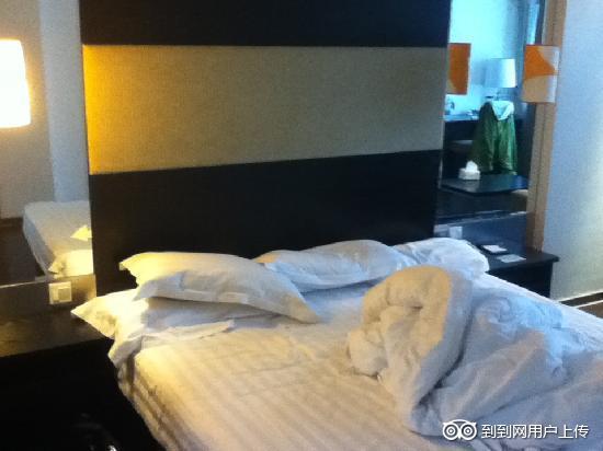 Orange Hotel-Hangzhou Moganshan Road: 床挺大的。