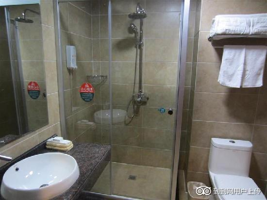 GreenTree Inn Jingmen Huji Jingxiang: 卫浴间