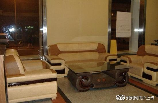 GreenTree Inn Qingdao Railway Station Square Express Hotel: 宾馆大厅
