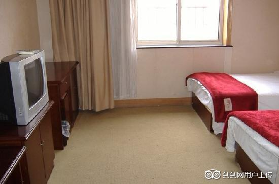 GreenTree Inn Qingdao Railway Station Square Express Hotel: 温馨标间