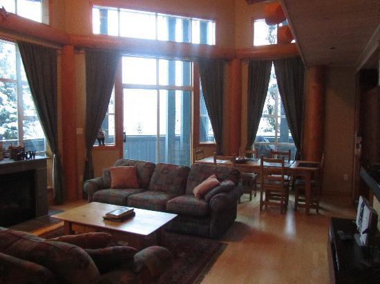 Glacier Lodge: 客厅 Living Room