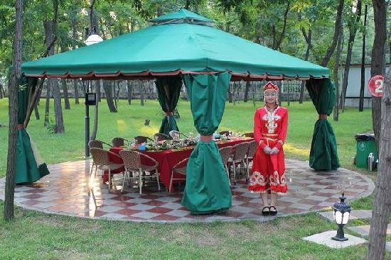 Yingkou Xianrendao Hotel : 园林烧烤