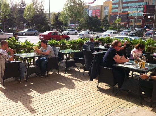 Heidi's Restaurant & Bar: 啤酒花园