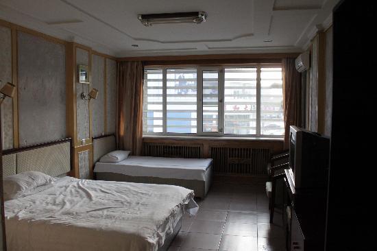 Tielu Huaxin Hotel: 亲自三人房,一家乐融融