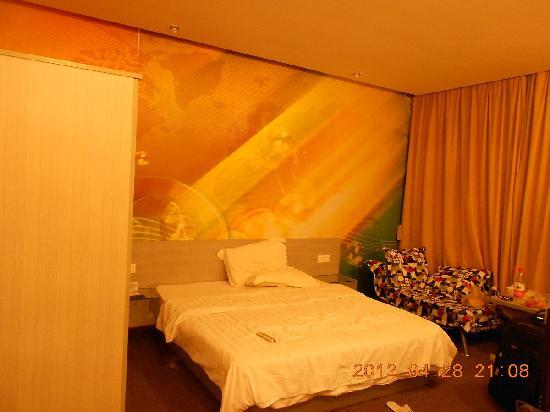 Motel 168 (Shanghai Wujiaochang) : 房间还算宽敞