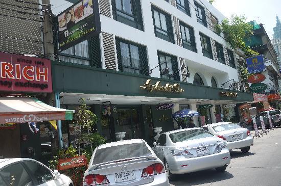 Aphrodite Inn Bangkok: 酒店大门