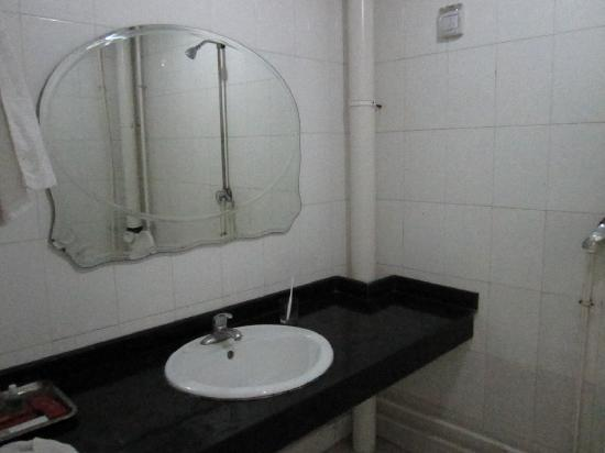 Zhongkai Hotel: 卫生间1