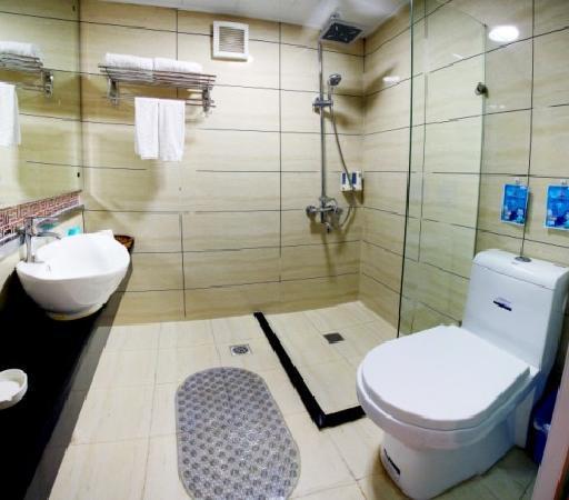Xin Kai Yue Hotel : 卫生间