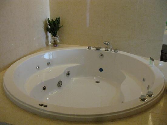 Mankedun Hotel: 按摩浴缸