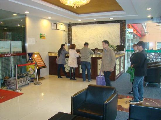 GreenTree Alliance Suzhou Loufen Hotel: 前台