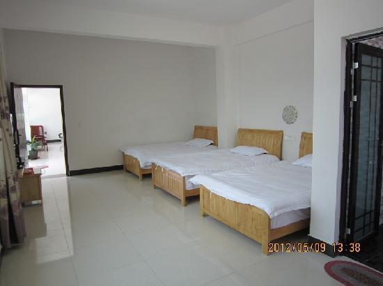 Jufuxuan Hostel: 豪华三人房
