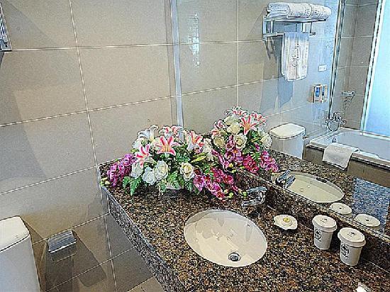 GreenTree Inn Suzhou Shilu Business Hotel : 卫浴间