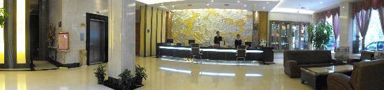Byfond Hotel: 酒店前台