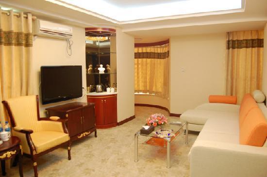 Longjiang Hongfu Hotel : 套房客厅