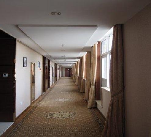 Yaodu Business Hotel: 楼层过道