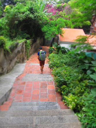 Grandmother's PenghuWan Hotel: 幽静的梯级