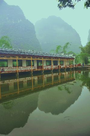 Hualang Bieyuan Inn: 水上餐厅