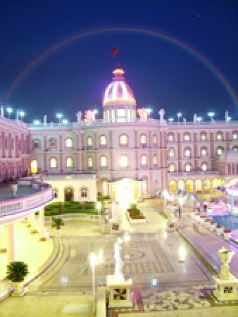 Royal Garden Hotel : 酒店夜景