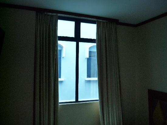 Hotel 81 - Palace: 窗户