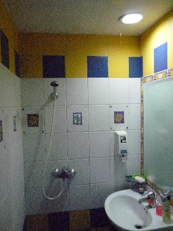 Hotel 81 - Palace: 卫生间
