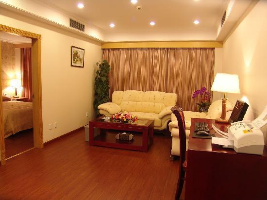 Sanli Mingyue Hotel : 普通套房-客厅2