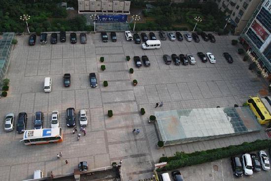 Wanli Hotel Gongyuan Road: 停车场