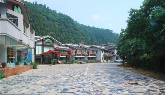 Hollyear Hotel: 酒店外景