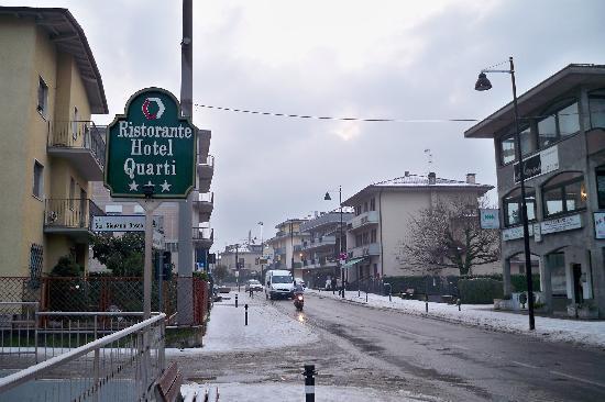 Hotel Quarti: 酒店路牌