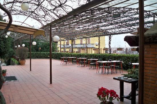 Hotel Il Gourmet: 酒店的露天餐厅