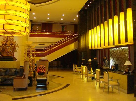 Tianjin Luxury Business Hotel : 酒店前台