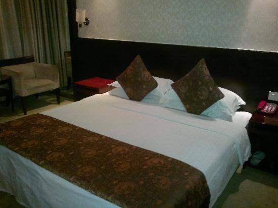 Saina Hepan Kaiyuan Hotel: 大床