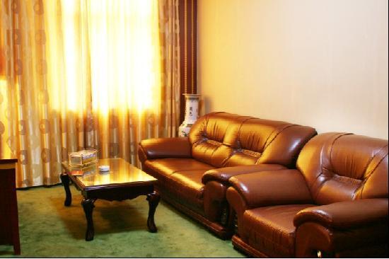 Xining Mansion: 一室一厅,卧室大床