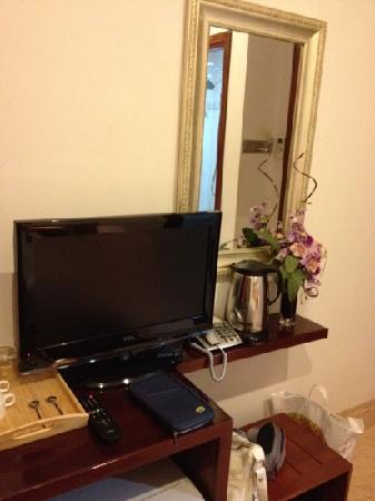 Golden Wind Hotel: small tv