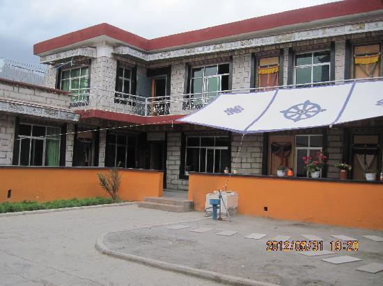 Qimei Lacuo Tibetan Style Inn