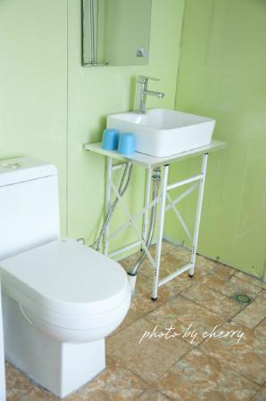 Qinghai Sangzhu Hostel: 房间厕所