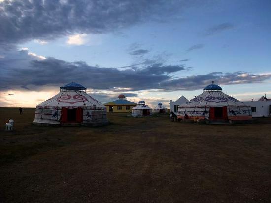 Xinba'erhuyou Qi, Китай: 早上的蒙古包