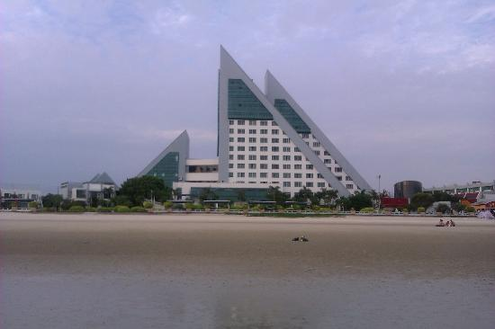 Beihai Luhai Hotel: 海滩上拍的酒店照片