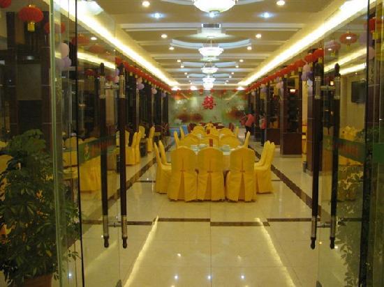 Luxi County, China: 餐厅样子不错