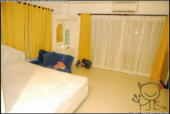 Arun Seaview Apartment: 大床房,床我给推到一边了