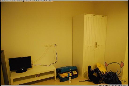 Arun Seaview Apartment : 电视&衣柜,还挺新
