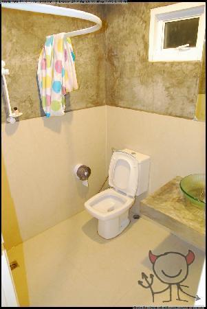 Arun Seaview Apartment : 厕所,水温不稳定