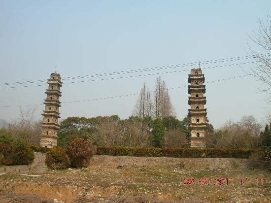 广教寺双塔远眺