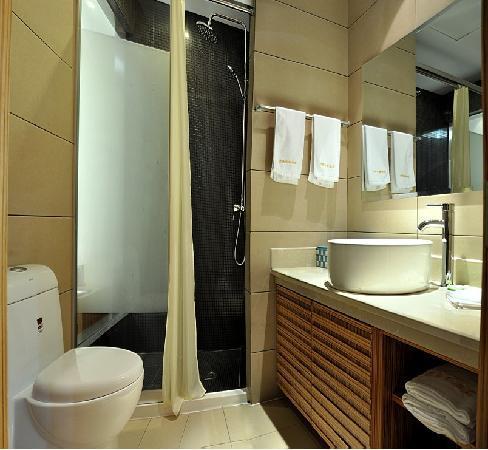 Mingjue Business Hotel: 卫生间