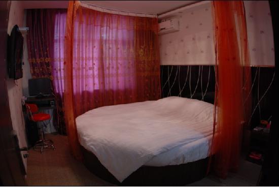 Jiahe Hotel: 圆床