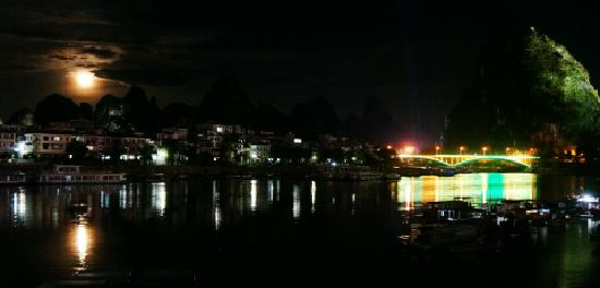 Xi Town River View Inn: 酒店夜景