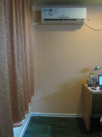 Home Inn Wuhan Xudong Youyi Avenue: 空调晚上会歇斯底里间歇性小吵