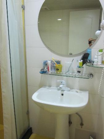 Home Inn Wuhan Xudong Youyi Avenue: 浴室很光爽明亮