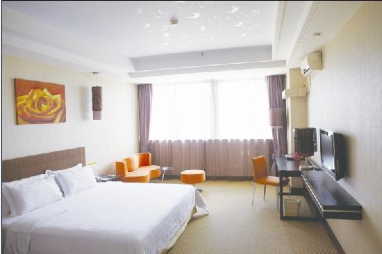 Caiyue Hotel: 高级大床房