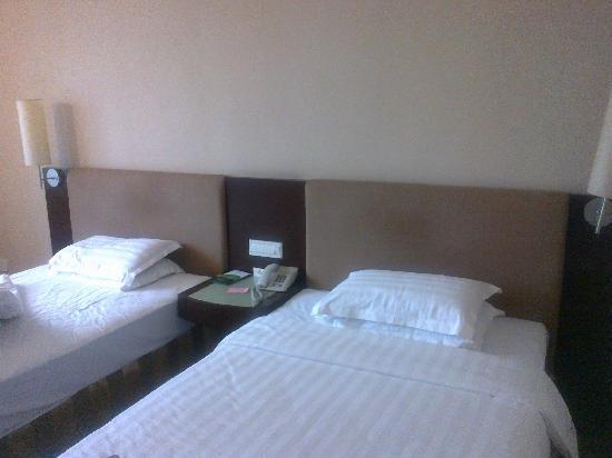 Guangdong Hotel : 床